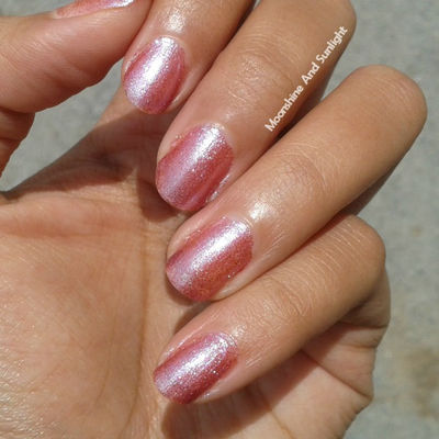 Nail Art With Finger Looking Good