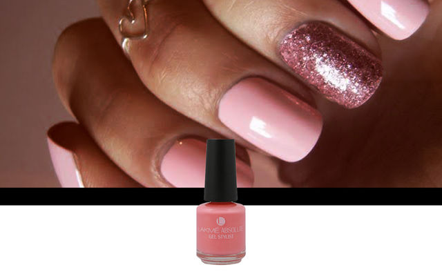 Nail Art With Pink Champagne